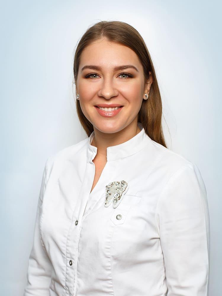 Karpikova-Anastasiya-Nikolaevna-vrach-stomatolog-terapevt-1