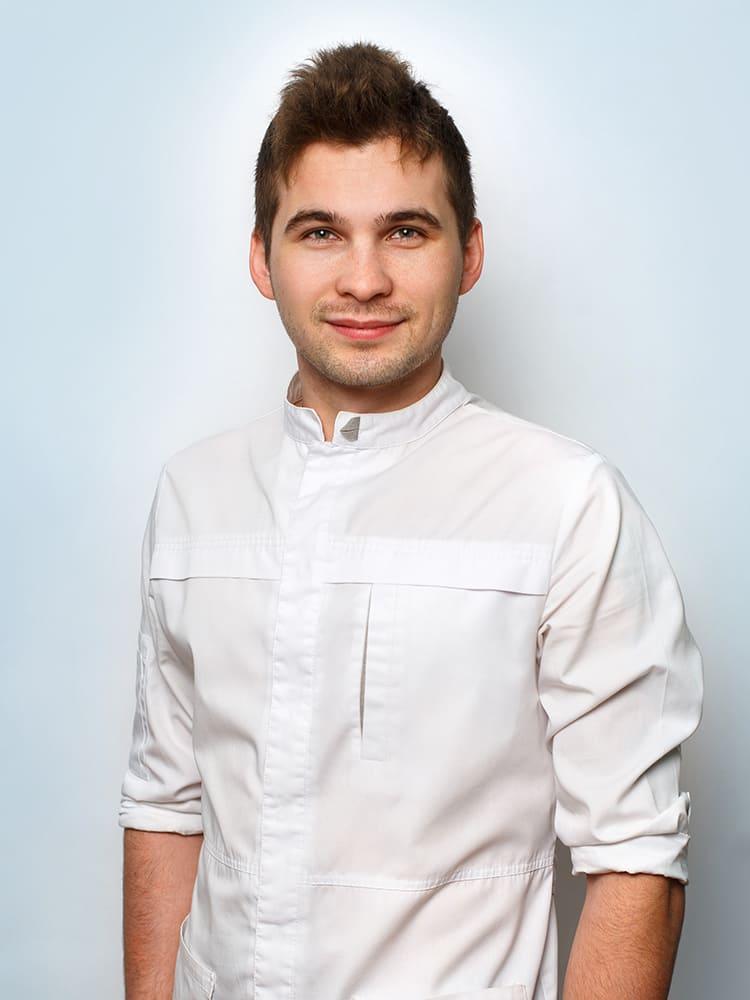 Medvedev-Aleksandr-Aleksandrovich-assistent-vracha-stomatologa